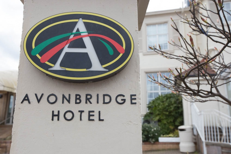 1 avonbridge hotel sign
