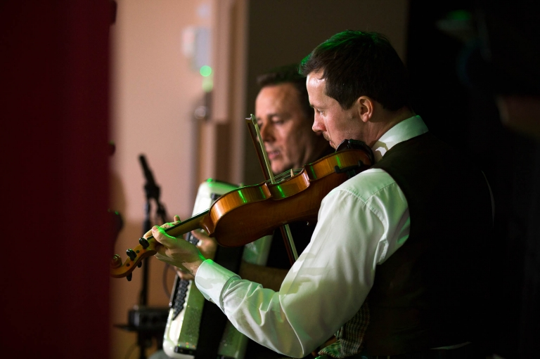 band playing ceilidh - wedding photography