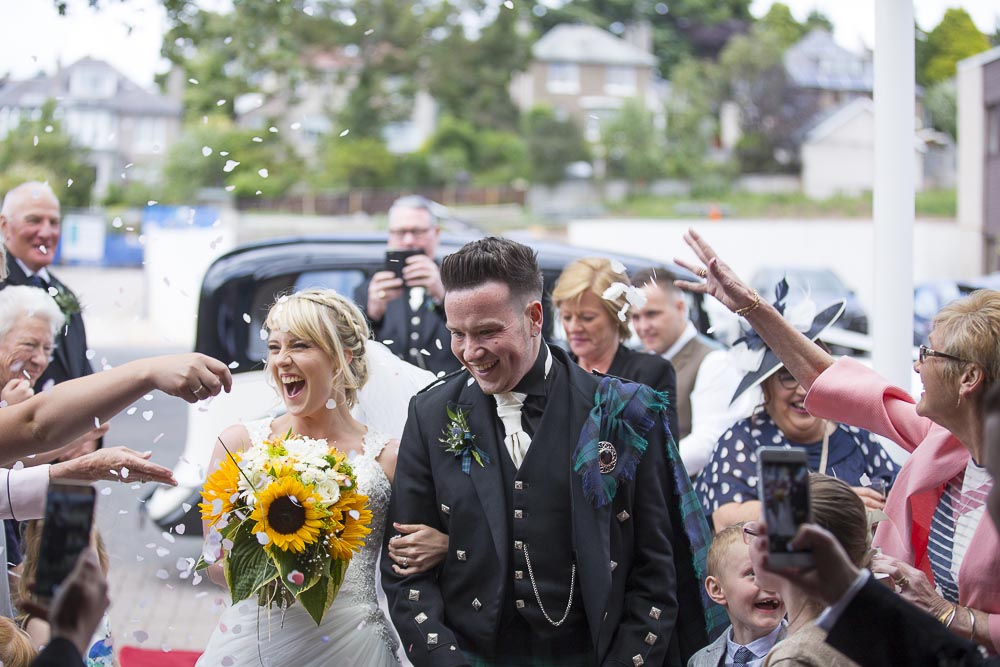 Invercarse Hotel wedding photography dundee - bride and groom arriving confetti