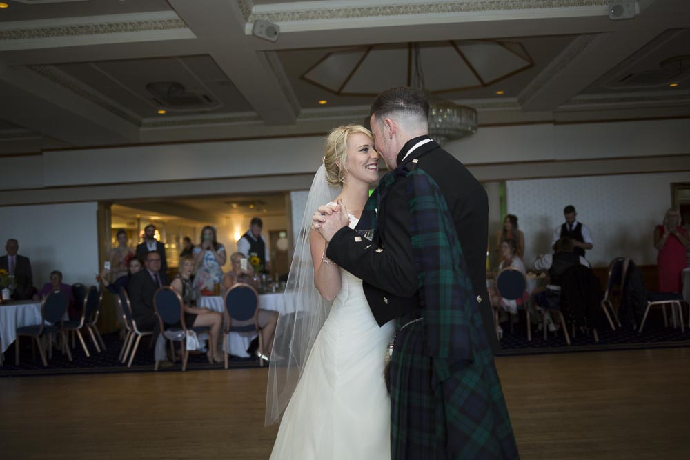 Invercarse Hotel wedding photography dundee - first dance