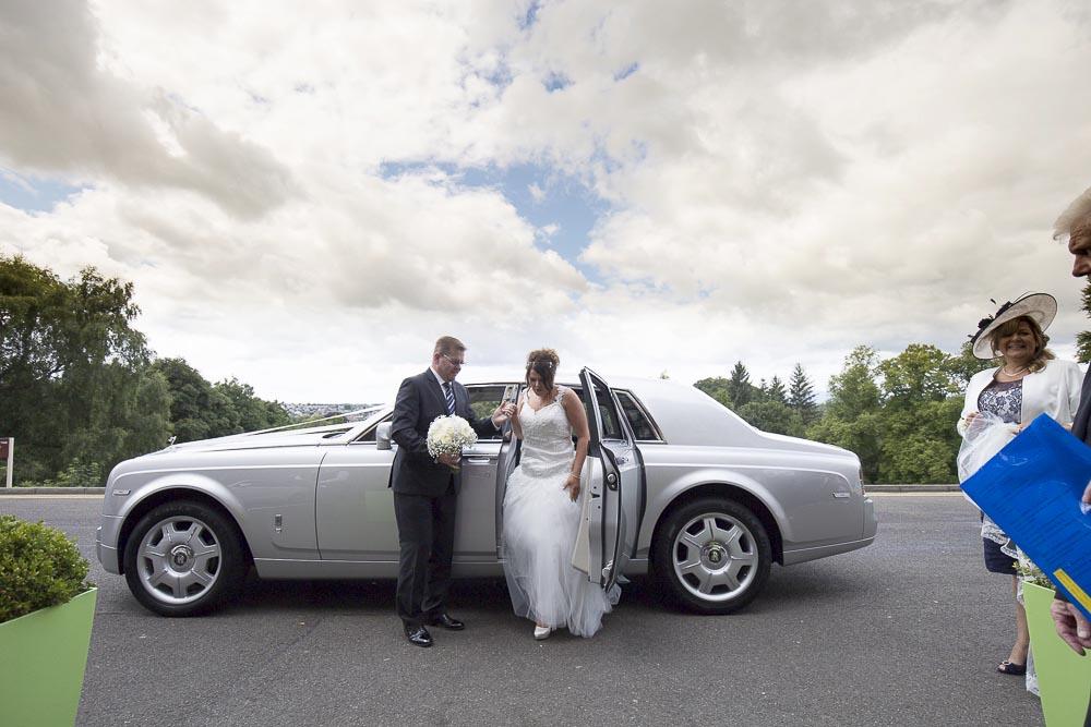 dunblane hydro wedding photography bride arrives in bentley