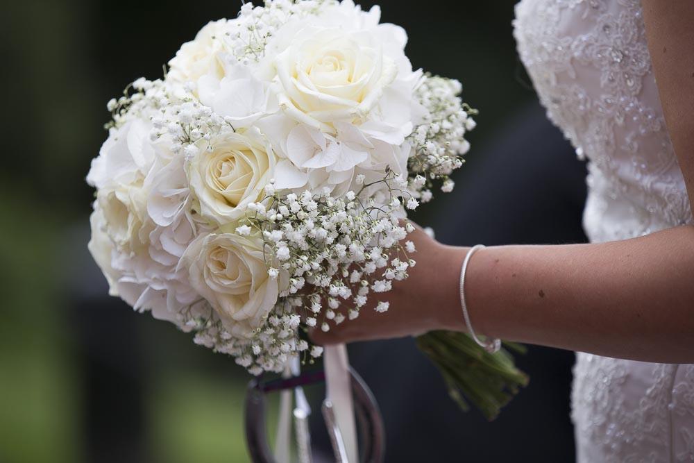 dunblane hydro wedding photography flower bouquet closeup